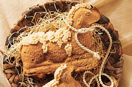 Osterlamm - Lamb-Shaped Sponge Cake