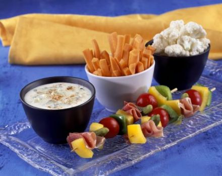 Gourmet Platter with Blue Cheese Dip