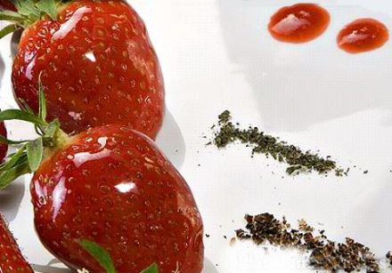 Tangy Peppery Strawberries