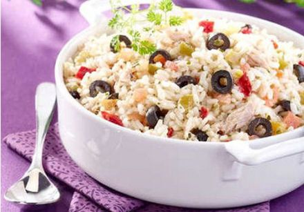 Rice salad with olives and raisins