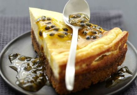 Cheesecake with passion fruit coulis