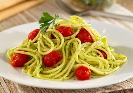 Spaghetti with Spinach and Parsley Pesto